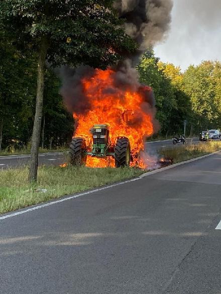 Brennender Ackerschlepper